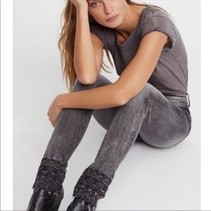NWT Driftwood Jackie Embroidered Skinny Jeans
